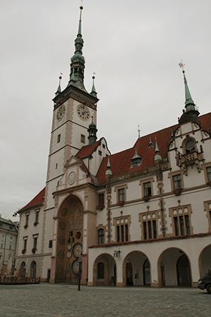 L'hôtel de ville et son horloge astronomique